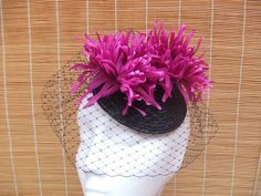 Tocado plato negro buganvilla Strawberry Fruit, Fascinators, Dishes, Black People, Sombreros
