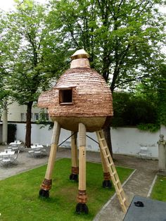Trojan Pig (or Walking Cafe). The mobile tea house in the Museum Villa Stuck in Munich combines the Japanese tea room tradition with a surprising and unlikely European twist. Backyard Buildings, Small Buildings, V & A Museum, Community Space, Play Houses, Tree Houses, Tea Cozy, Beautiful Architecture, House Architecture
