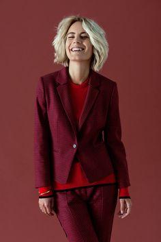 """43f785bc010a Für unseren ersten Look haben wir uns für den roten HUGO Blazer """"Asima"""" mit"""