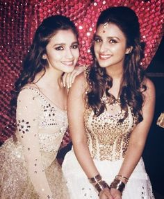 That no two Bollywood actresses can be friends, is an old notion now. Today's generation of Bollywood ladies is way different than what Indian Celebrities, Bollywood Celebrities, Bollywood Actress, Bollywood News, Indian Dresses, Indian Outfits, Alia Bhatt Lehenga, Mumbai, Parineeti Chopra