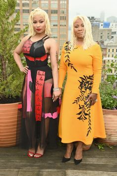 From the Front Row to the Runway: Fun-Filled Photos From New York Fashion Week Pictured: Nicki Minaj and Carol Maraj Nicki Minaj Rap, Nicki Minaj Outfits, Nicki Minja, Nicki Minaj Barbie, Nicki Minaj Pictures, Nicki Baby, Rosie Huntington Whiteley, Kate Beckinsale, Nicki Minaj Wallpaper