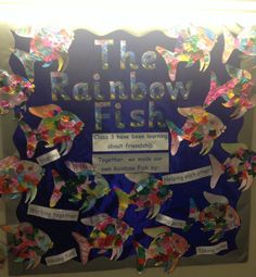 GREAT way to help students to remember about friendship! The Rainbow Fish, Rainbow Fish Eyfs, Rainbow Fish Activities, Rainbow Fish Crafts, Sea Activities, Teaching Displays, School Displays, Fish Bulletin Boards, Class Charter