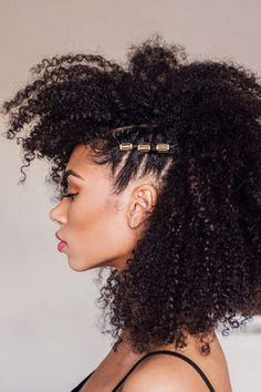 """📸 freshlengths The LOC process is simple: you condition your hair first, then add your oil of choice to seal, before finishing with a cream or gel to define. You can adjust the products around to fit your hairs' needs; others might need more gel or less oil, it's flexible to you. """"The method is best done immediately after you've washed and deep-conditioned your hair,"""" says Florence. Natural Hair Mohawk, Braided Mohawk Hairstyles, African Hairstyles, Afro Hairstyles, Natural Curls, Black Hairstyles, Curly Hair Tips, Curly Hair Styles, Natural Hair Styles"""