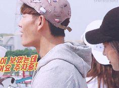 Song Ji Hyo and Kim Jong Kook, Running Man ep. 350. © on gif.