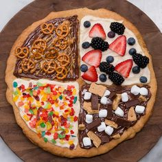 "Sugar Cookie ""Pizza"" Recipe by Tasty - Pizza Recipes Dessert Pizza, Fruit Pizza Bar, Pizza Snacks, Cookie Vegan, Sugar Cookie Pizza, Pizza Cookies, Cookie Dough Dip, Cookie Dough Brownies, Cookie Butter"
