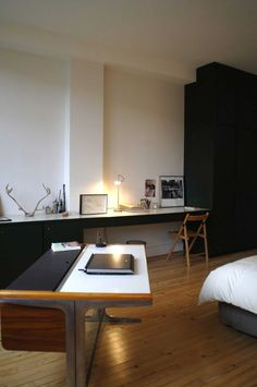 Paris loft on Passage Charles Dallery designed by Regis Larroque Paris Apartment Interiors, Paris Apartments, Parisian Apartment, Apartment Living, Minimalist Interior, Modern Interior, Minimalist House, Paris Loft, Sweet Home