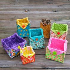Fabric Baskets Tutorial - DIY projects for quilters and crafters - easy to make. Perfect for beautiful quilted gifts. Owl Fabric, Fabric Crafts, Sewing Crafts, Sewing Projects, Sewing Tutorials, Bag Tutorials, Diy Projects, Quilt Tutorials, Sewing Ideas