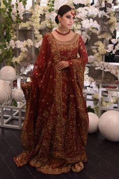 Ansab Jahangir showcasing Pakistani bridalwear for barat - Pakistani Bridal Wear Online Pakistani Bridal Lehenga, Pakistani Dress Design, Pakistani Dresses, Indian Dresses, Pakistani Designers, Pakistani Bridal Couture, Nikkah Dress, Pakistani Clothing, Walima