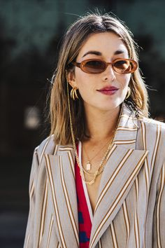 Life's too short to wear a boring look. Want to stand out in your office? Use your accessories to your advantage, and refresh your look with the right pair of signature eyewear 🤓 Trend Fashion, Fashion Week, Fashion Details, London Fashion, Fashion Looks, Fashion Outfits, Womens Fashion, Fashion Tips, Fashion Moda