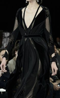 A Game of Clothes — What a Baraavosi nobel woman would wear, Givenchy Haute Couture Style, Couture Mode, Couture Fashion, Runway Fashion, Womens Fashion, Dark Fashion, High Fashion, Mode Sombre, Style Noir