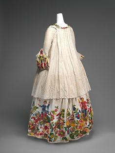 Remarkable for its highly original ornamentation, which combines chinoiserie imagery and allegorical figures of the Four Continents, this casaquin (jacket-bodice) and petticoat is a singular example of eighteenth century woman& dress 18th Century Dress, 18th Century Costume, 18th Century Clothing, 18th Century Fashion, Fashion Mode, Moda Fashion, Vintage Dresses, Vintage Outfits, Vintage Fashion