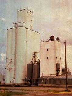 Grain elevator in Spearville, Kansas. Permanent fixtures here. :<)