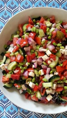 Greek Edamame Salad-I used red, yellow, and orange mini sweet peppers and didn't add the dressing until about an hour or two before serving. VERY YUMMY! Healthy Salad Recipes, Veggie Recipes, Diet Recipes, Vegetarian Recipes, Cooking Recipes, Healthy Cooking, Healthy Eating, Healthy Food, Edamame Salad