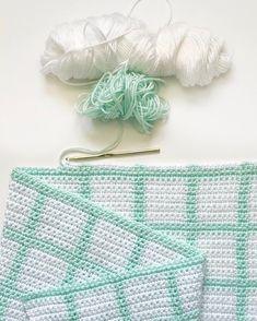 Crochet Grid Gingham Blanket - Daisy Farm Crafts Instagram