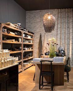 ATELIER RUE VERTE , le blog: Lyon / Maison Hand ouvre son restaurant / Lyon, Rue Verte, Restaurant, Table, Divider, Furniture, Concept, Boutique, Home Decor