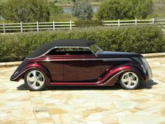 1937 Ford... pretty elegant but sharp looking car!