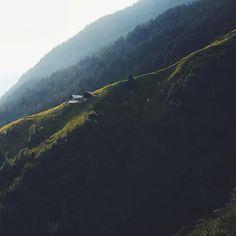 """""""behind the scenes"""" mit 9 Schweizer Ausflugstipps Book Projects, Behind The Scenes, Mountains, Water, Travel, Outdoor, Ideas, Switzerland, Viajes"""