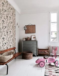 Vintage Industrial Decor Are these the perfect French kids rooms? - Are these the perfect French kids rooms? Is this how we imagine French kids interiors? A little boho, not perfect, no minimalism and designer. Ideas Habitaciones, French Kids, Vintage Industrial Decor, Vintage Decor, Vintage Rugs, Industrial Bedroom, Industrial Loft, Vintage Lighting, Industrial Design