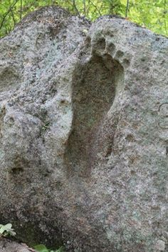 Ancient aliens 652599802241430966 - Nephilim Giants and their huge ancient footprints have set in stone. Source by Mysteries Of The World, Ancient Mysteries, Ancient Artifacts, Aliens And Ufos, Ancient Aliens, Ancient History, Tudor History, European History, American History