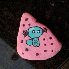 Painted Rocks // How to Paint & 127+ AMAZING Rock Painting Ideas Rock Painting Pictures, Rock Painting Ideas Easy, Pictures To Paint, Painting Templates, Rock Painting Patterns, Paint Brush Sizes, Owl Rocks, Rock Family, Bugs