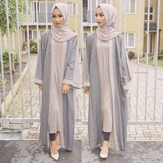 Loving this colour palette for summer One of my fave open abaya from @cloakbymk Earth grey hijab from @voilechic
