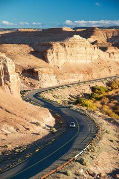 Ruta cerca de Los Alteres, prov. de Chubut, Arg.