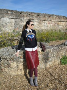 Hoy en el blog el protagonismo lo tiene la falda de piel en color burgundi! www.modaenprovincias.blogspot.com