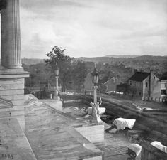 Barnard, George N.: cannon on the steps of the capitol at Nashville, 1864 [Credit: Library of Congress, Washington, D.C. (LC B8171-2629 LC)]