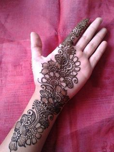 No occasion is carried out without mehndi as it is an important necessity for Pakistani Culture.Here,you can see simple Arabic mehndi designs. Henna Hand Designs, Mehndi Designs Finger, Latest Arabic Mehndi Designs, Mehndi Designs Book, Mehndi Designs For Girls, Mehndi Designs 2018, Mehndi Designs For Beginners, Modern Mehndi Designs, Mehndi Designs For Fingers