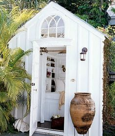 The Guest House Shed - With bathroom, bed, sink & small fridge. What else could one want?