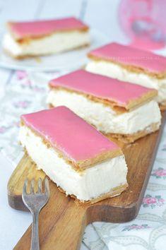 To make cream poms or cream puffs Dutch Recipes, Sweet Recipes, Baking Recipes, No Bake Desserts, Delicious Desserts, Baking Bad, Chocolate Oreo Cake, Corn Cakes, Sweets Cake