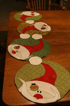 Christmas placemats or table runnerfold n stitch wreath tutorial Christmas Placemats, Christmas Runner, Christmas Sewing, Christmas Time, Holiday Decor, Table Runner And Placemats, Quilted Table Runners, Christmas Projects, Snowman