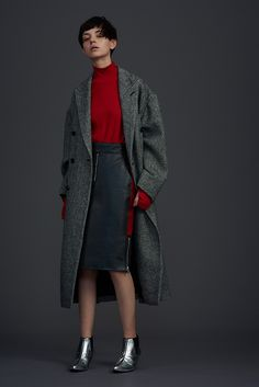 John Lawrence Sullivan A/W 16 Seoul Fashion, Office Fashion, Work Fashion, Fashion Photo, Fashion Design, Coats For Women, Winter Outfits, Autumn Fashion, Women Wear