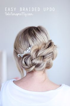 You'll die when you see how easy this updo is!  Come checkout the tutorial at twistmepretty.com