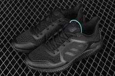 All Black Sneakers, Sneakers Nike, Adidas Nmd R1, Triple Black, Adidas Originals, Things That Bounce, Men, Shoes, Fashion