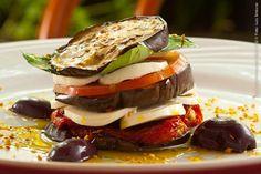 Cantina Mamarana (almoço)    Salada caprese com melanzana  Tomates, mossarellas di buffala, folhas de manjericão, beringelas  grelhadas e molho de azeite extra-virgem ao alho-oleo