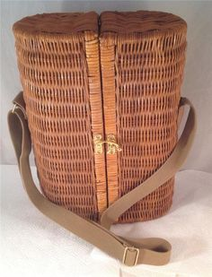 Wine Wicker Picnic Basket for 2 with Glasses, Cork and Corkscrew tool, Napkins Picnic Baskets For Sale, Wicker Picnic Basket, Picnic Games, Selling On Ebay, Cork, Napkins, Wine, Tools, Glasses