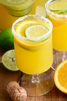 Mimosa recipes are the perfect cocktail for brunch! Over 30 magical MIMOSA RECIPES you must make ASAP! Wait, who needs brunch to make a mimosa? Move over orange juice, the new flavors of Mimosas are in town. Best Mimosa Recipe, Best Margarita Recipe, Margarita Recipes, Cocktail Recipes, Mango Margarita, Drink Recipes, Yummy Recipes, Vegan Recipes, Tequila