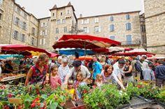 Marchés - Marché de Villefranche-de-Rouergue (Aveyron) © CRT Midi-Pyrénées / D. Viet #TourismeMidiPy #MidiPyrenees #France #Markets #Aveyron