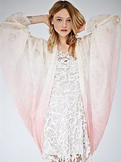 Destruction in Lace Dress with Ombre Dip Long Cape Gypsy Style, Bohemian Style, Boho Chic, My Style, Bohemian Decor, Casual Chic, Long Cape, Sasha Pivovarova, Models
