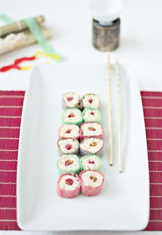 Mock sweet sushi for kids Food N, Food And Drink, Sushi For Kids, Sweet Sushi, Candy Sushi, My Recipes, Favorite Recipes, Asian Party, 10th Birthday Parties