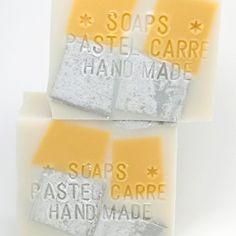 手作り石鹸の通販ネットショップです。シアバター、アボカドバター、カカオバターなどの植物バターをふんだんに用いた独自レシピにより、洗浄力の強いココナッツオイルやパームオイルを配合しない石けんを主に作成しています(一部レシピを除く)。また、エッセンシャルオイルを一般的なレシピの倍量配合しているので豊かに香ります。高品質はもちろん、うっとりするような美しい石けんを作り続けて行きたいと思います。