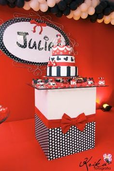Minnie Mouse themed party cake table