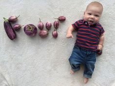 Nothing 'Beets' This Baby's Adorable Veggie Portraits One Month Old Baby, Baby Month By Month, Baby Next, Monthly Baby Photos, Summer Baby, Baby Pictures, New Moms, First Birthdays, Veggies