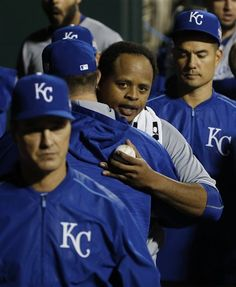 Volquez gets title, not win, in start following dad's death