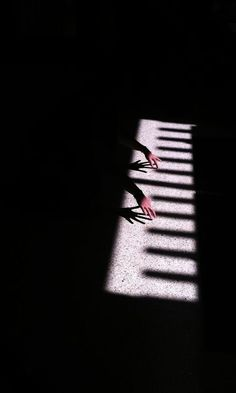 Sombras                                                                                                                                                                                 Más