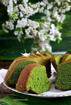 Ispanaklı kek nasıl yapılır en güzel kek tariflerinden birisidir ıspanaklı kek. Ispanaklı kek nasıl yapılır, püf noktaları nelerdir, ıspanaklı kekin püresi
