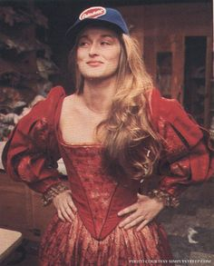 "Meryl Streep rehearsing for the ""Shakespeare in the Park"" production of ""The Taming of the Shrew"" which co-starred Raul Julia, Meryl Streep, Female Actresses, Actors & Actresses, Elizabethan Gown, Raul Julia, I Look To You, Diane Keaton, Matthew Mcconaughey, Best Actress"