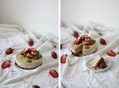 Děvče u plotny - Raw cake z kešu oříšků s jahodami a pistáciemi