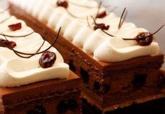 Prajitură cu mousse de ciocolată și vișine – Arta Alba Something Sweet, Food And Drink, Sweets, Desserts, Workshop, Magic, Bakken, Tailgate Desserts, Deserts